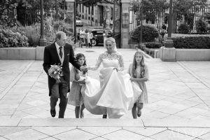 la novia llega a la iglesia