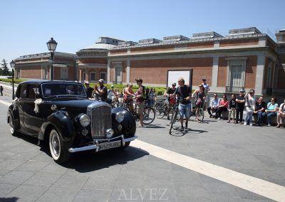 coche-novia-llega-iglesia-jeronimos-madrid