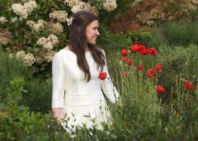 novia entre flores
