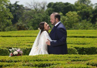 novios-en-jardin-boda-fotografo