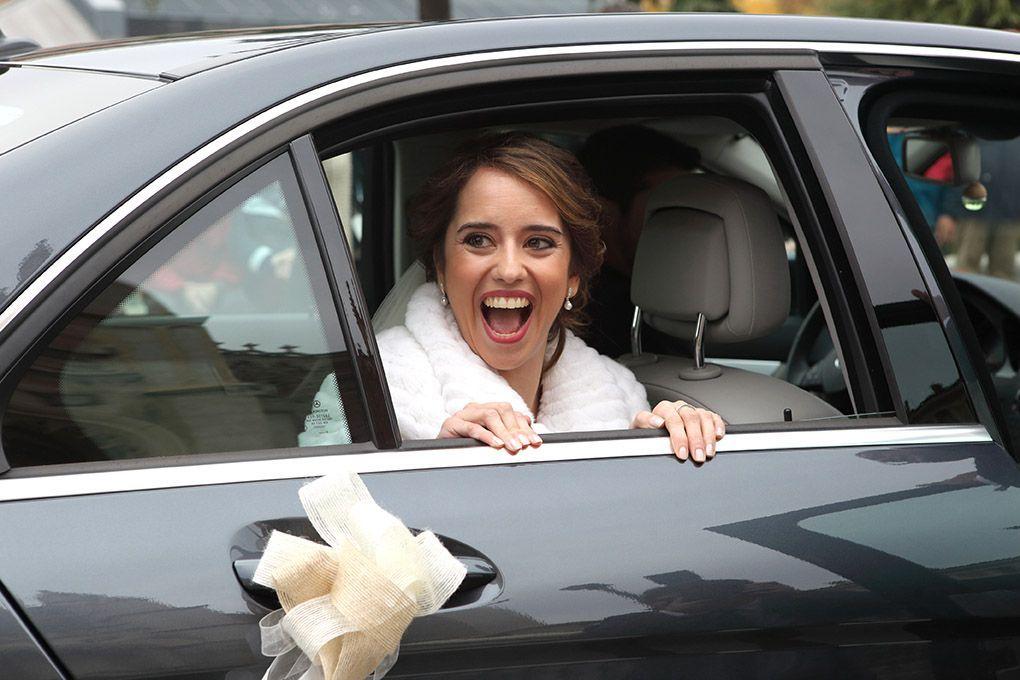 novia llega a la iglesia