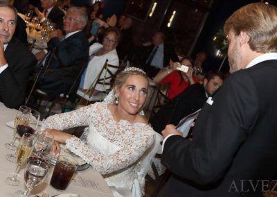 novia mira al novio