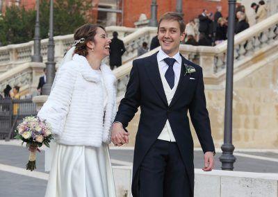 los novios pasean boda madrid