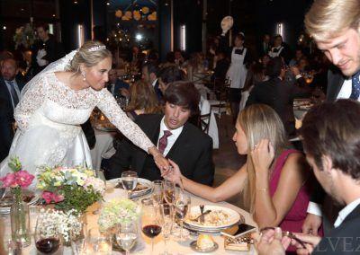 novia con invitados boda
