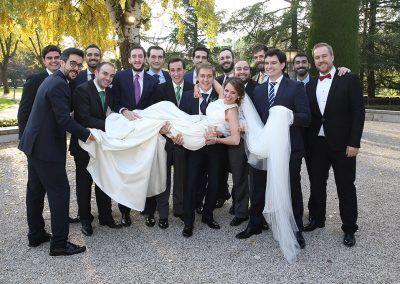 novia con los amigos