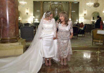 novia con su madre en hotel ritz