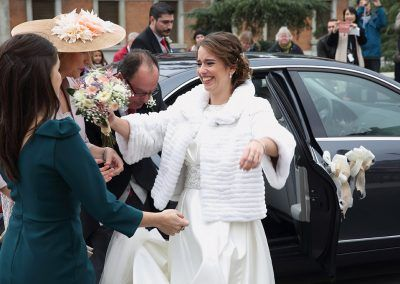 novia saluda amiga fotógrafo boda