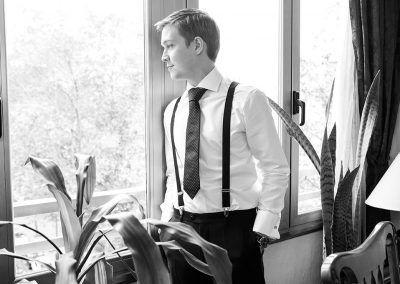 novio mira por ventana fotógrafo madrid