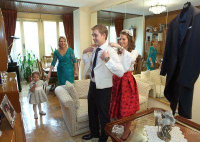 novio y hermana en casa boda madrid