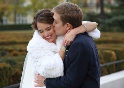novios cariñosos fotógrafo bodas