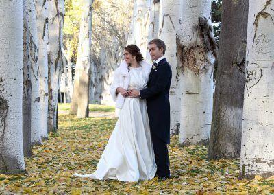 novios en el jardín bodas