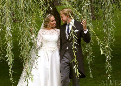 novios en parque fotógrafo boda madrid