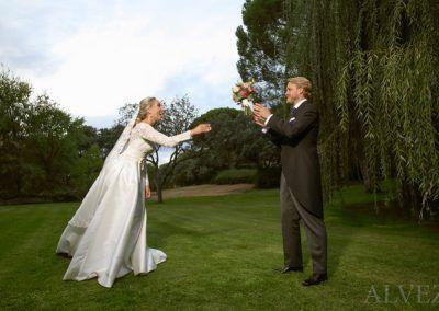 novios juegan fotógrafo boda madrid