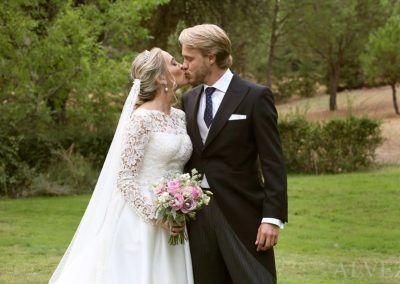 novios se besan boda en madrid