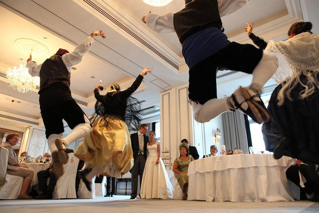 baile de jotas en honor novios
