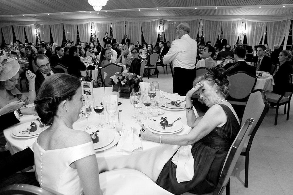 madre de la novia sorprendida por el discurso
