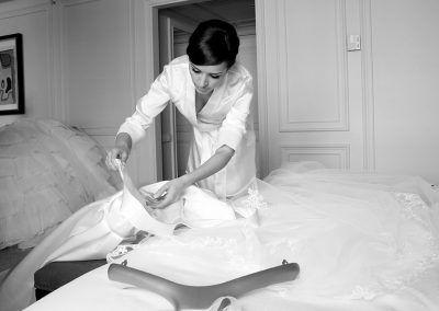 novia prepara su vestido.