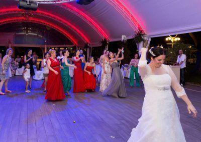 la novia tira el ramo