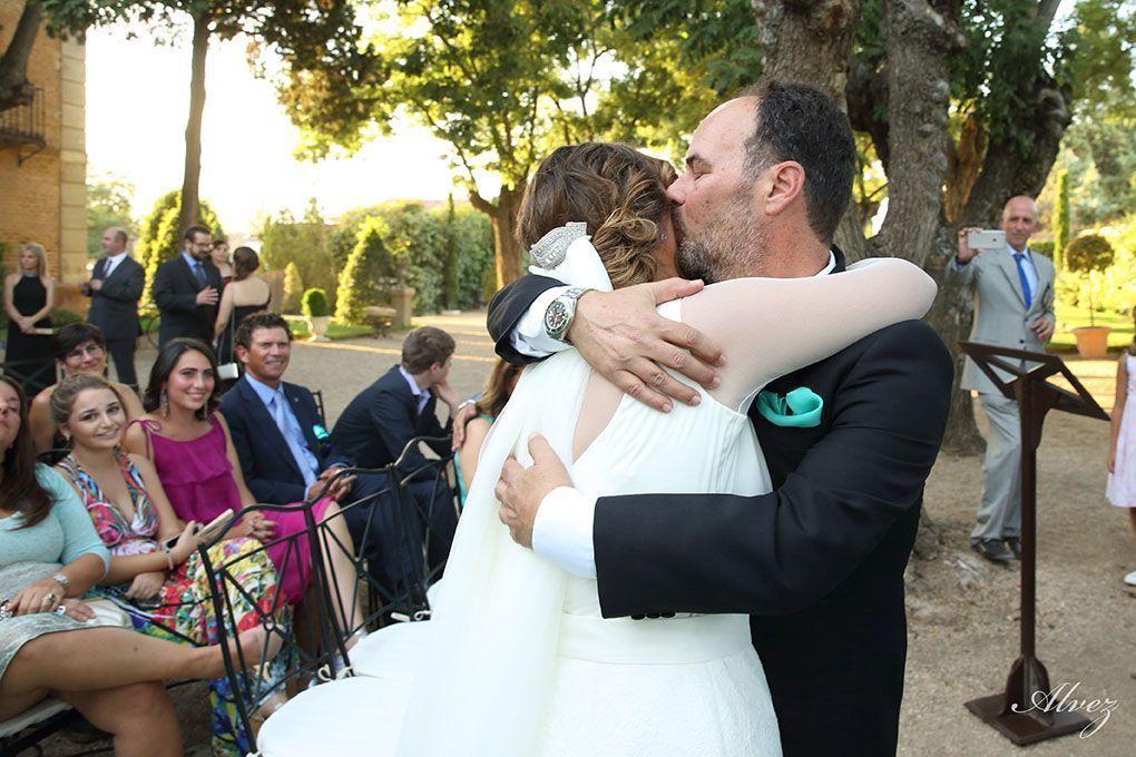 Beso del padre a la novia