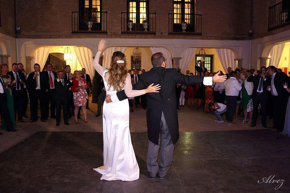 novios en el baile
