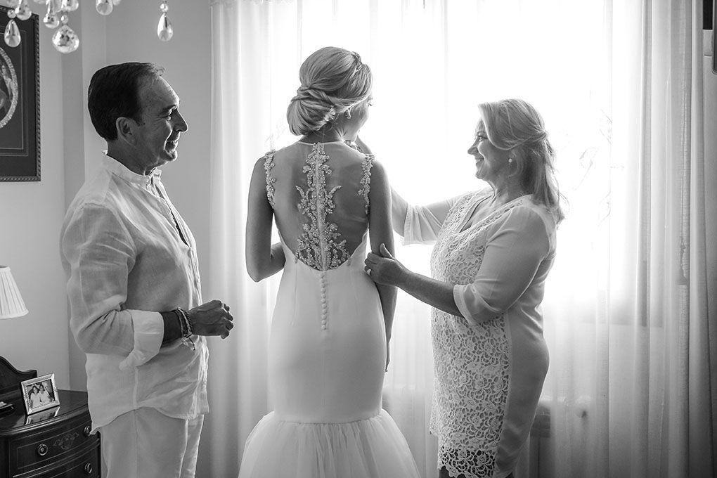 La novia con sus padres.