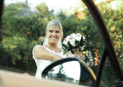 novia con un ramo simpática