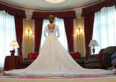 Novia vestida en el hotel