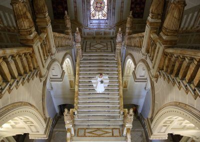 novia en la escalera