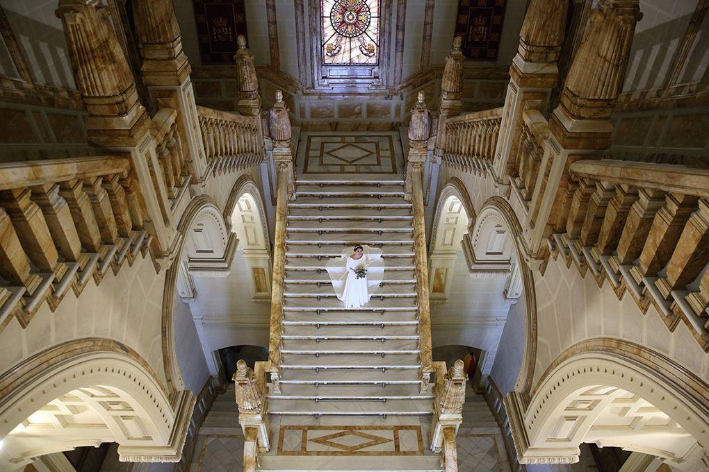 novia en una escalera