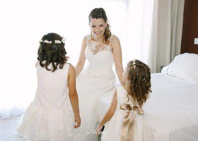 novias con niñas de arras