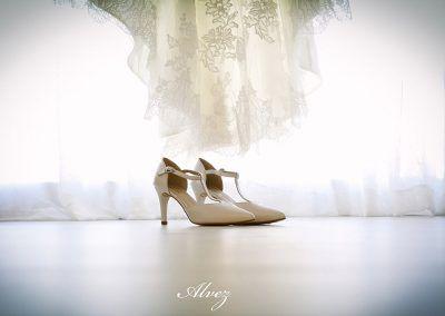 zapatos delante del vestido