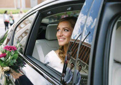 Clara en el coche.