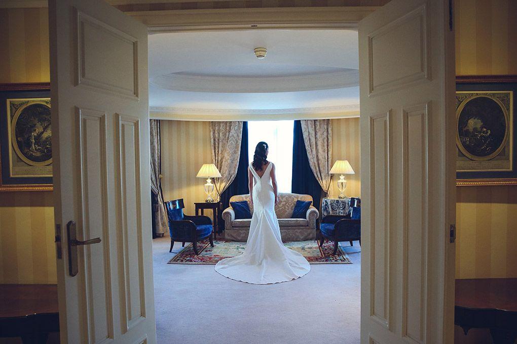 novia vestida en hotel