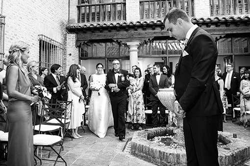 Llegada novia boda civil